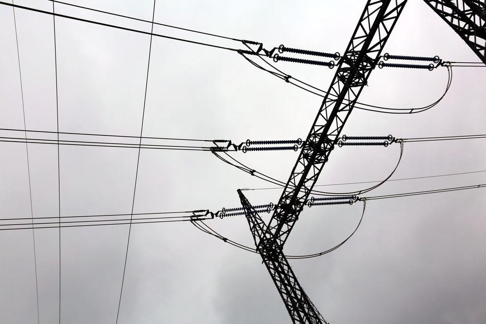 Statnett forsøker å bortforklare at dårlig tildekking med presenning under byggearbeider på Sogn trafostasjon var årsaken til et strømbrudd i Oslo i fjor sommer, hevder Hafslund.