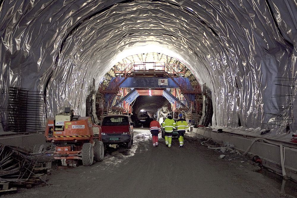 """Målet med prosjektet """"Skandinavisk infrastrukturkompetanse"""" er å få felles kompetansekrav for både vei- og baneutbygginger i anleggsbransjen, samt å øke samarbeidet over landegrensene."""