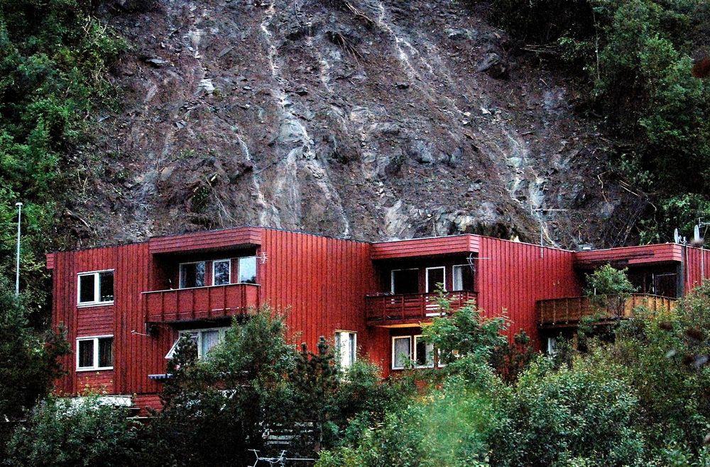 Hatlestad-raset var et skred av gjørme og sten som fant sted natt til den 14. september 2005 i Fana bydel i Bergen. Skredet ble utløst av store nedbørsmengder. Tre personer omkom og syv ble såret, da skredet traff fem rekkehus klokken halv ett om natten.