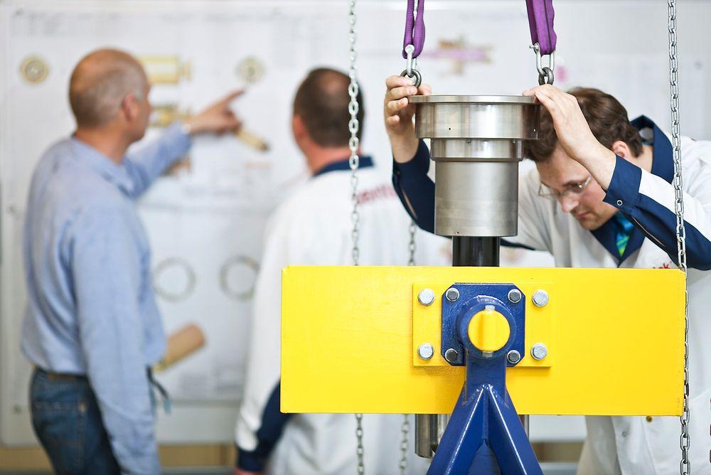 Kongsberg Devotek startet med ingeniørkurs fordi det var behov for grunnleggende kunnskap innenfor blant annet konstruksjoner utsatt for dynamiske laster.