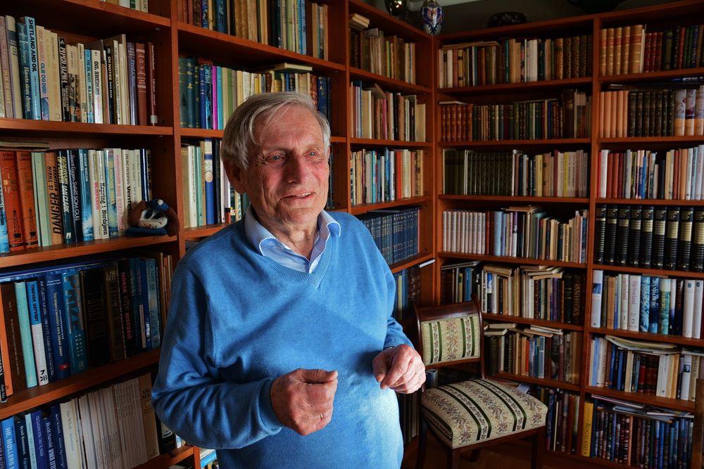 Oljemann: Fredrik Hagemann har fulgt norsk oljeindustri fra begynnelsen.  I dag er han pensjonist, og bøker er hans store lidenskap.