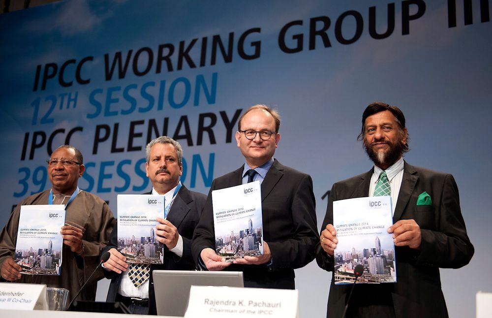 Arbeidsgruppen bak rapproten til FNs klimapanel presenterte rapporten søndag der de slår fast at det fortsatt er mulig å nå togradersmålet, men da må alle kluter til.