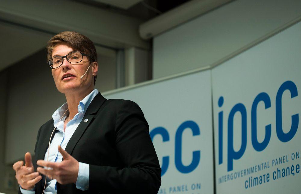 For å nå klimamålene er det nødvendig med kutt i utslippene også i Norge innen sektorer som olje og gass, transport og industri, understreker klima- og miljøminister Tine Sundtoft (H).