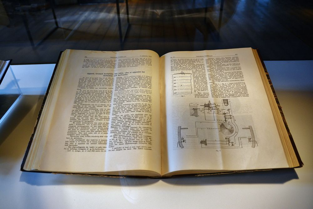 Dokumentasjon: Berggrafs originaltegninger av ekkoloddet eksisterer ikke lenger, men oppfinneren publiserte dem i Teknisk Ugeblad, 8. september 1904, åtte år før en tysk fysiker tok patent på oppfinnelsen. Dermed er det trolig kun i Teknisk Ukeblads arkiver at det finnes bevis på at Berggraf var først ute. Hele årgangen fra 1904 er utlånt til museet.