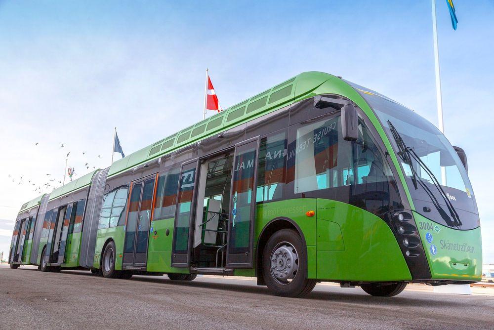 Superbuss: Van Hool Exqui City brukes i trafikken i Skåne i Sverige.