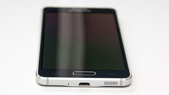 Telefonen har et mer voksent uttrykk enn mange av Samsungs tidligere telefoner.
