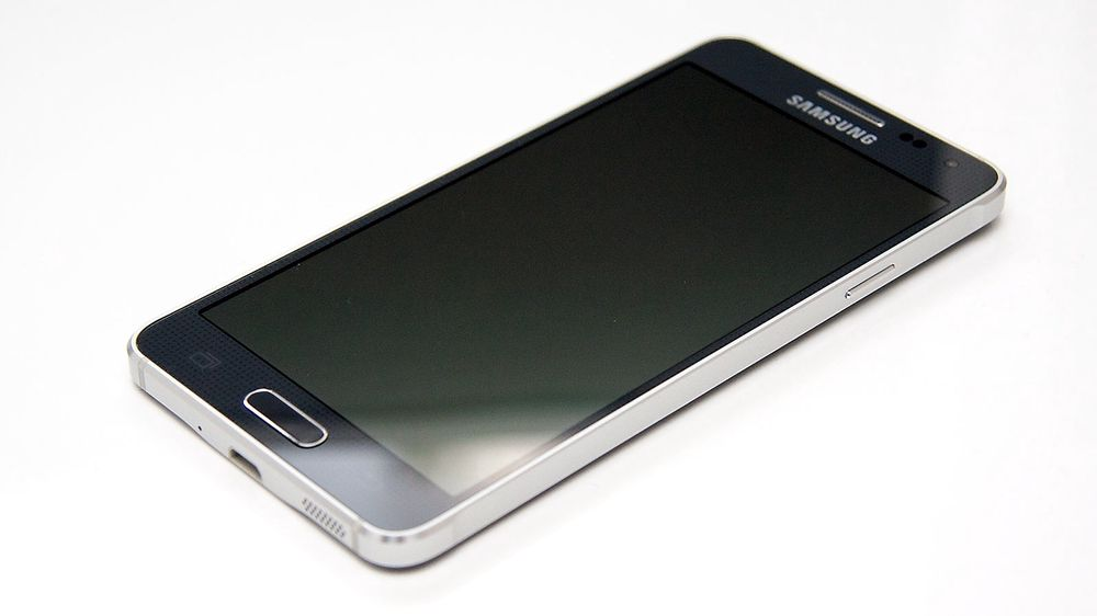 Samsung Galaxy Alpha er den første Galaxy-modellen med metallramme.