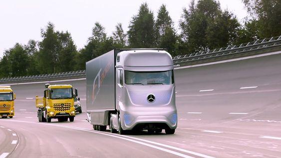 Mercedes-Benz' fremtidstrailer i nyeste utgave med maske av LED-belysning på fronten.