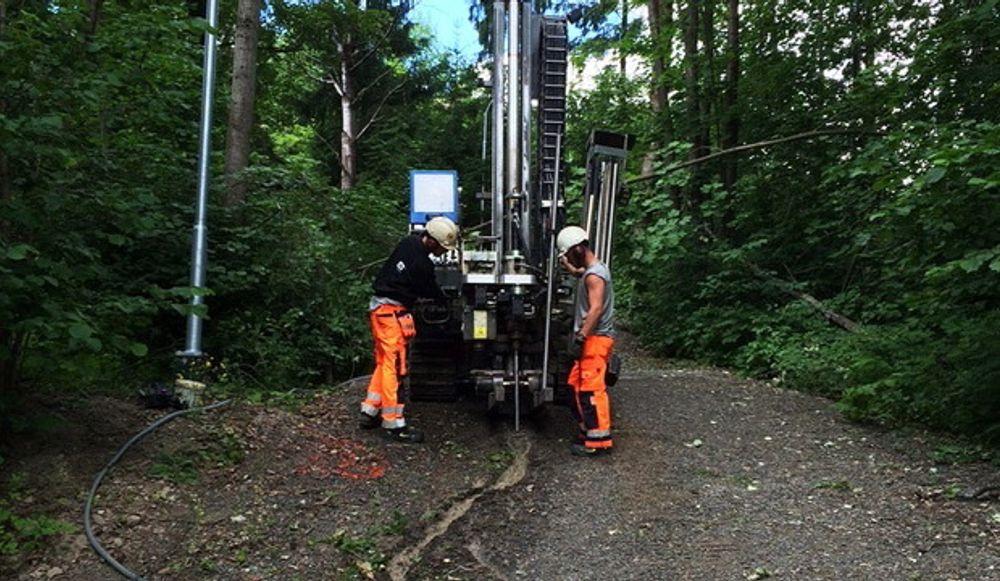 I sommer gjennomførte Statnett prøveboringer for å finne ut om fjellet er godt nok til å bygge kabeltunnel mellom Sogn og Smestad i Oslo. Boringen ble gjort av Norconsults leverandør Fältgeoteknik.