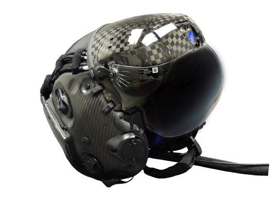 Det nye nattkameraet i panna er den mest synlige endringen på den nye F-35-hjelmen.