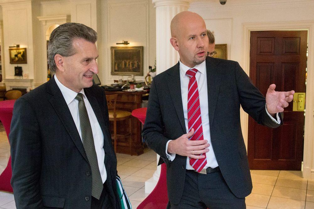 Olje- og energiminister Tord Lien (Frp) var torsdag i Brussel for å diskutere et tett energisamarbeid med EU og energikommissær Günther Oettinger.