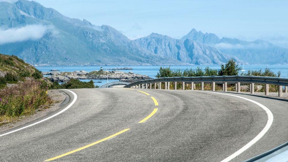 Statens vegvesen jobber med å utvikle en asfalt med mer finkornet stein som skal tåle det høye ringtrykket fra tunge lastebiler bedre.