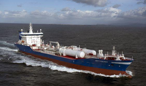GASSTANKER: I lasten har Bit Viking oljeprodukter. På dekk har den to gasstanker, hver på 500m3. To Wärtsilä 6L46B motorer, hver på 5,850 kW,  er bygget om til DF 50 dual fuel LNG-motorer.