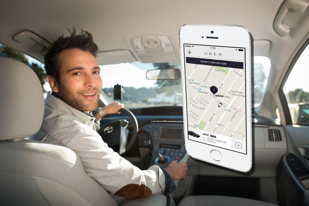 Softwareselskapene Uber har utviklet programvare som fungerer som en taxisentral mellom kunder og usertifiserte sjåfører. Dette har satt sinnene i kok hos taxinæringen der de har etablert seg.