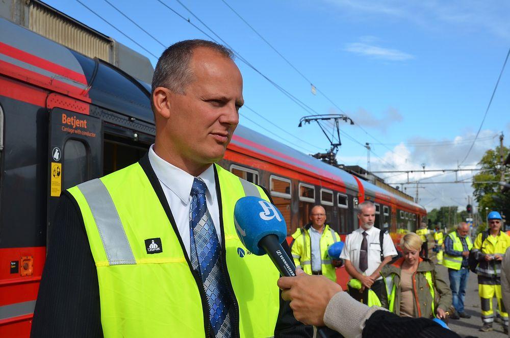 Ketil Solvik-Olsen ønsker å se på om kollektivtransport kan bli gratis tidlig om morgenen for å få spredd de reisende utover et større tidsrom.