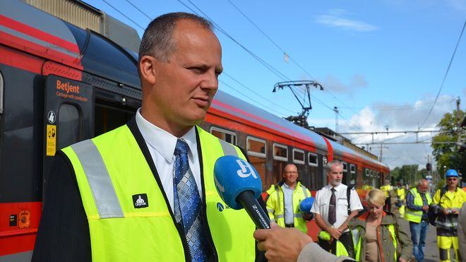 Samferdselsministeren vil se på gratis buss og tog