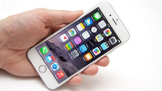 iPhone har blitt større, men ligger fortsatt godt i hånda.
