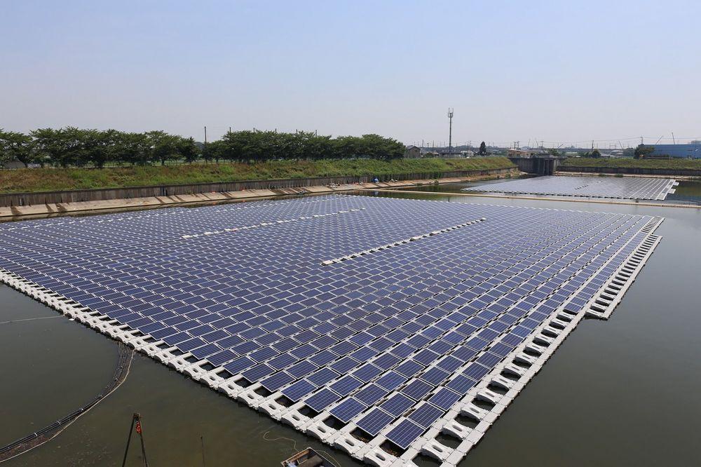 """Franske Ciel & Terre åpnet i fjor det første Hydrelio-anlegget med navnet """"Sol-på-vann-Okegawa"""" (bildet) ved en industripark i Okegawa City. Foto: Ciel & Terre"""