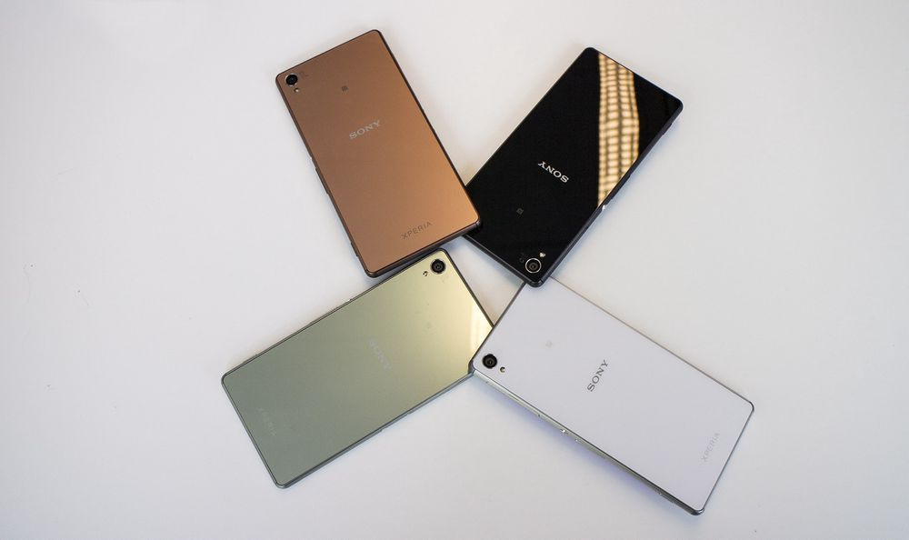 Glass: Sonys nye flaggskip Z3 kommer i fire ulike farger med glass både på bakside og front.