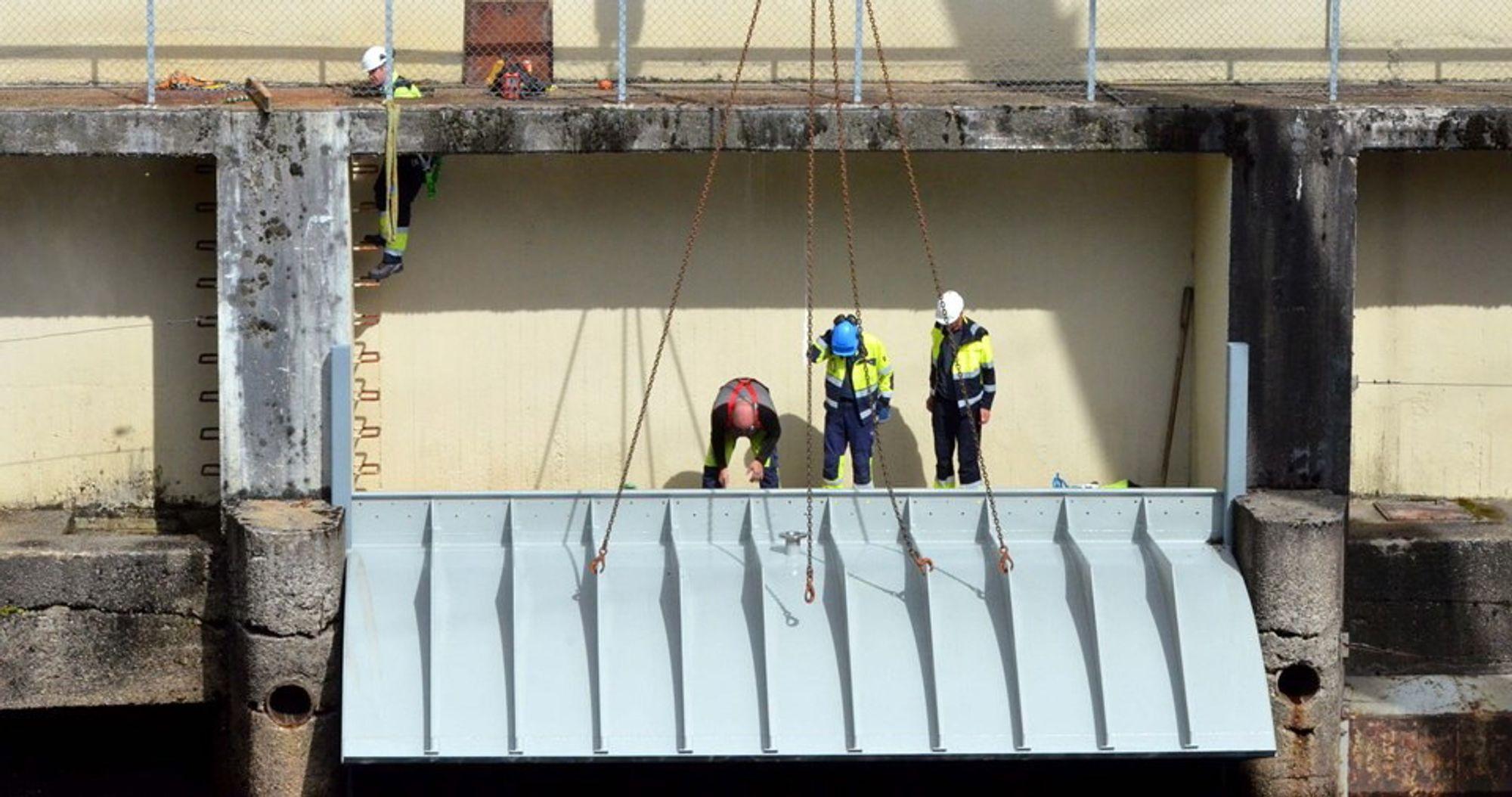 Sugerørskappen i kraftstasjonen Evenstad i Nidelva i Froland skal lage et tett sugerør ved å stenge luften ute, slik at hele fallhøyden blir utnyttet og det blir riktige  strømningsforhold i vannmassene.