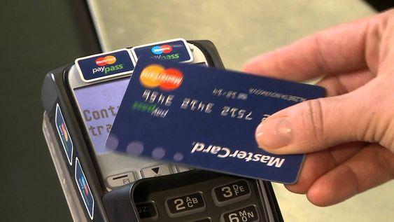 Mastercard har sin egen kontaktløse NFC-baserte løsning kalt Paypass. Visa har Paywave.