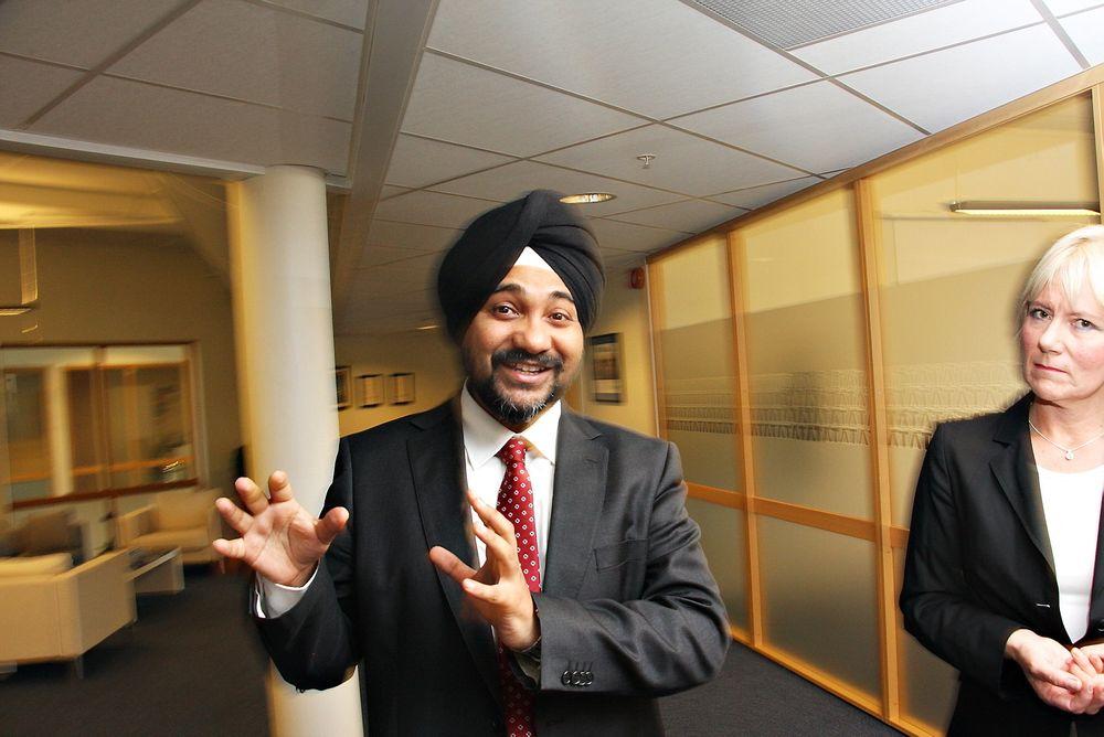 Norgessjef Vikramjit Singh Grewal og Berit Lund, direktør for bank- og finanstjenester hos indiske TCS forstår uroen hos norske it-ingeniører, men mener at de har store muligheter.