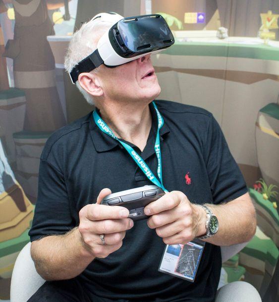 Heisan: Uansett hvor vi vred hodet skjedde det noe inne i Galaxy Gear VR brillene.