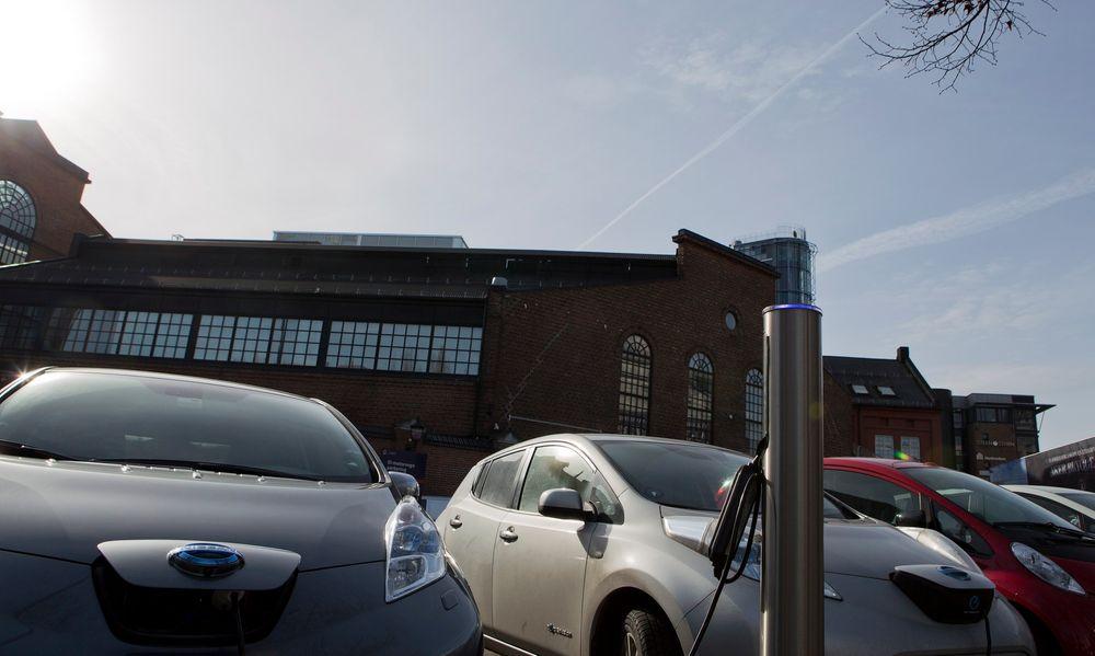 En Tesla S som kjører på strøm fra et kullfyrt kraftverk vil slippe ut mer enn dobbelt så mye CO2 under kjøringen som den bensindrevne hybridbilen Toyota Prius gjør.