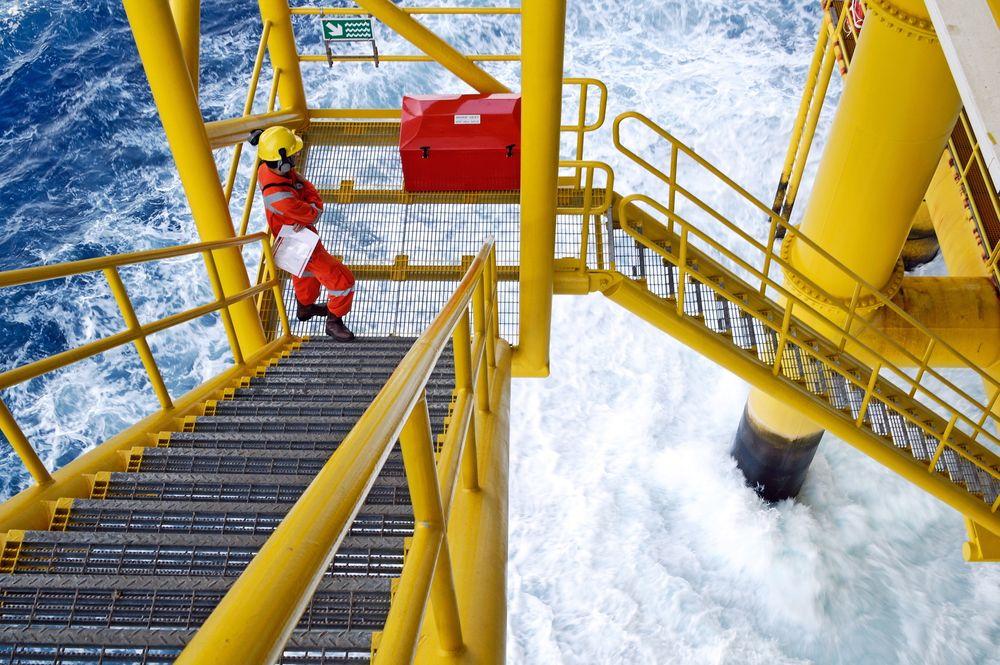 En rapport Sintef har utarbeidet på oppdrag fra Petroleumstilsynet viser at manglende kompetanse og erfaring kan øke sikkerhetsrisikoen ombord på rigger.