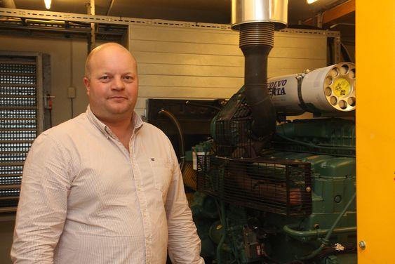 Black out: Tormod Våga, sjef for Kvitsøy trafikksentral, har et nødaggregat i kjelleretasjen som skal sørge for at stasjonen  kan klare seg i flere dager uten strøm fra nettet.
