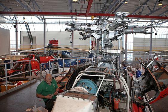 Et stort ekstraoppdrag Heli-One har hatt for Airbus Helicopters i 2014 er bytte av MGB-akslinger i EC225 Super Puma-helikoptre. Dette er det første helikopteret med den redesignede tredjegenerasjons akslingen.