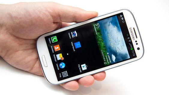 Samsungs menysystem er som vanlig installert, og telefonen kjører Android 4.3.