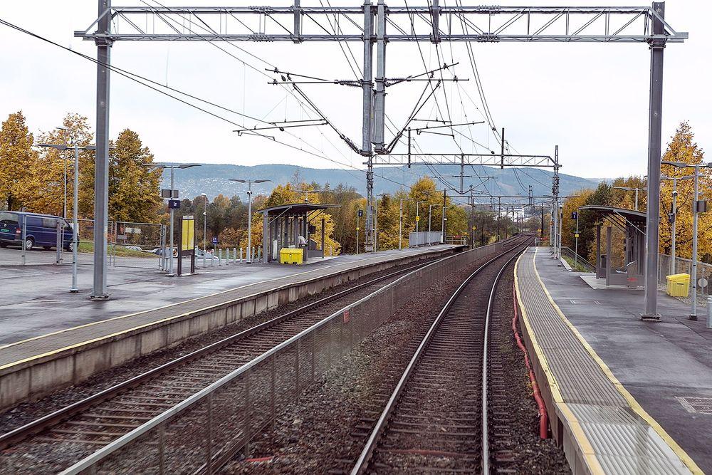 Sintef-forsker Arnt Gunnar Lium mener avgifter og subsidier kan føre til en jevnere bruk av jernbanesporene enn i dag.