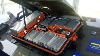 På syv år har prisen på elbilbatterier falt med 60 prosent