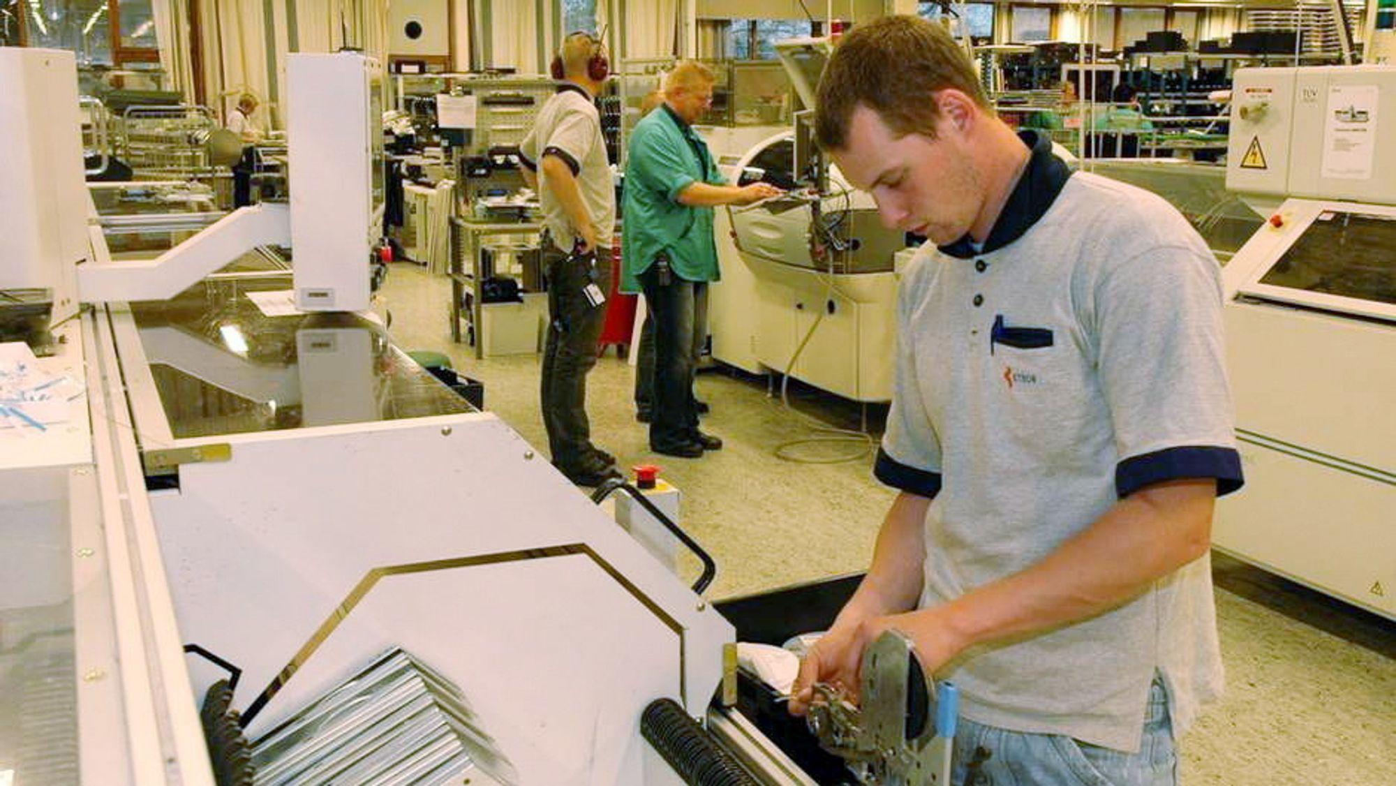 Automatisert: Det er ca. 500 ansatte ved Kitrons fabrikk på Hisøy. Selskapet lager elektronikk til kunder i hele verden.