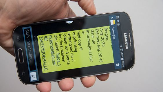 Du kan bruke volumtasten på siden av telefonen til å gjøre teksten i meldingene større eller mindre.