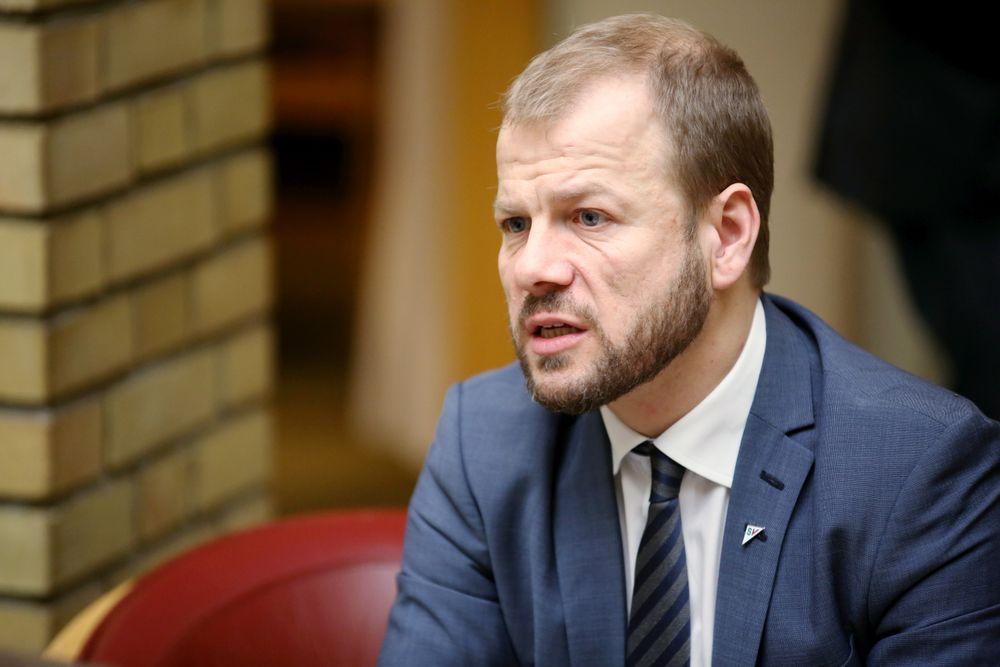 KRITISK: Heikki Holmås (SV) i energi- og miljøkomiteen har lagt inn forslag på at olje- og energiminister Tord Lien blir kalt inn på teppet på Stortinget for å få svar på hva Lien skal gjøre videre i forbindelse med elektrifiseringssaken. Foto: Peder Qvale
