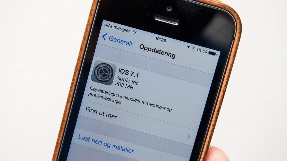 iOS kan oppdateres til versjon 7.1. Denne oppdateringen gir enhetene noen nye funksjoner.