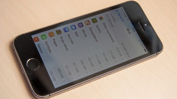 Sjekk hvor mye plass appene dine tar. En app du aldri bruker tar opp unødvendig plass på telefonen, og kan gjøre den tregere.