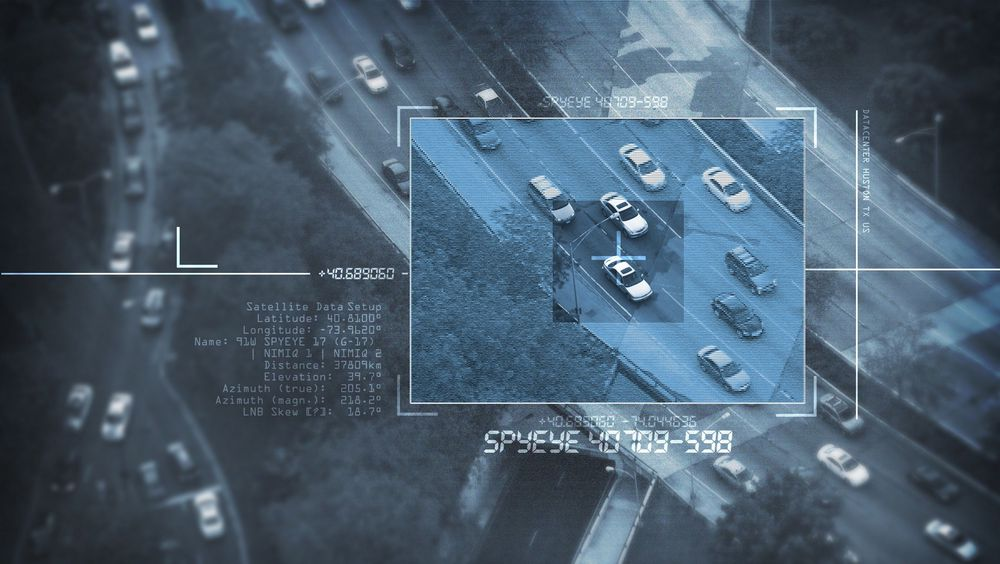 Forskere har klart å bryte seg inn og ta kontroll over styringssystemene i personbiler.