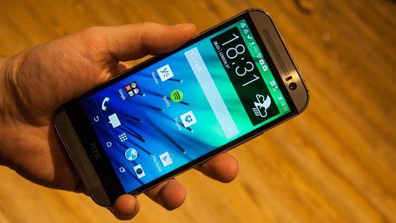 HTC One (M8) er en toppspesifisert Android-mobil med fem tommers skjerm.