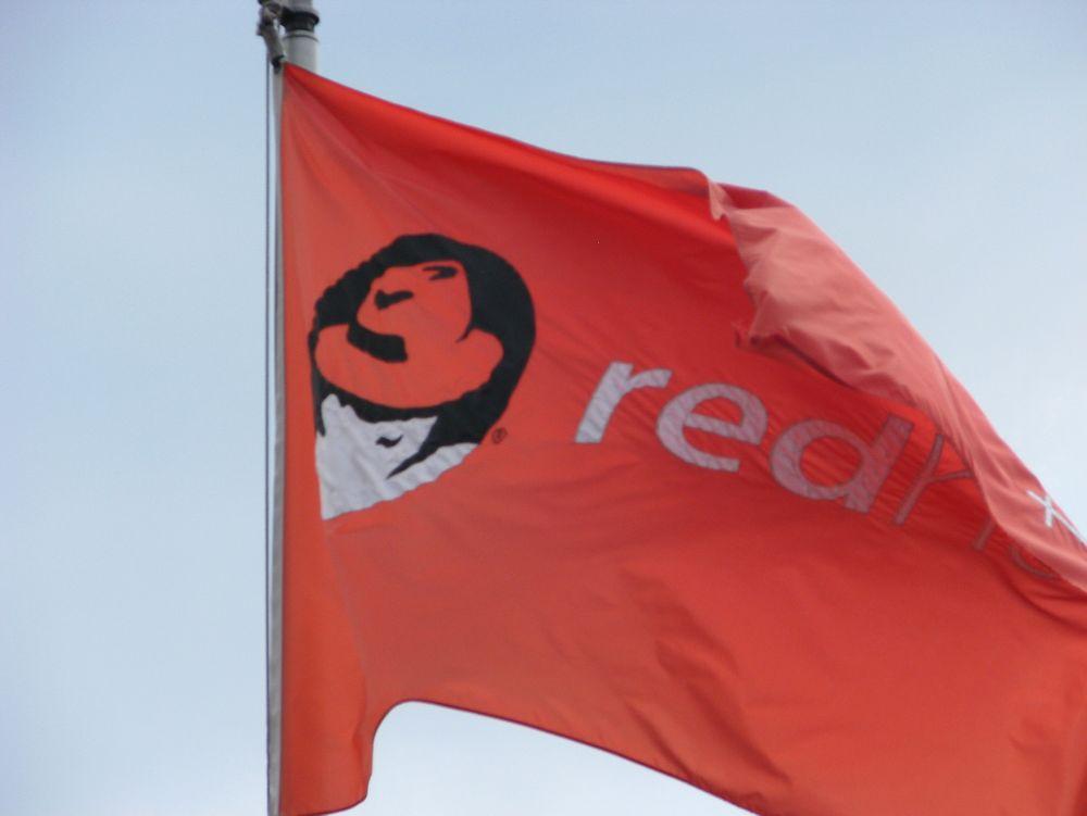 Försäkringskassan skal ta i bruk Red Hat Enterprise Linux som standardoperativsystem for datasentere ogRed Hat Satellite for administrasjon.