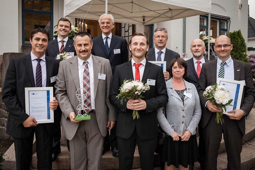 Prisen: Vinneren i fjor, 3EnergyServicegroup, fikk overlevert skulptur og diplom under Norsk-Tysk Handelskammers sommerarrangement i juni 2013.