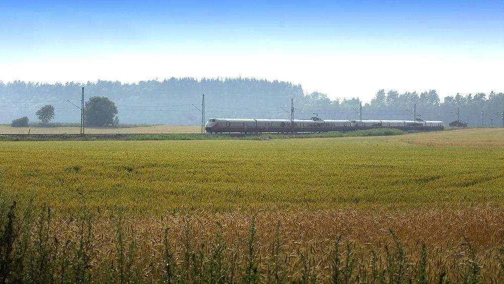 Utredningen av å koble sammen Sørlandsbanen med Vestfoldbanen skal settes i gang. (Bildet er for ordens skyld fra Østfoldbanen).