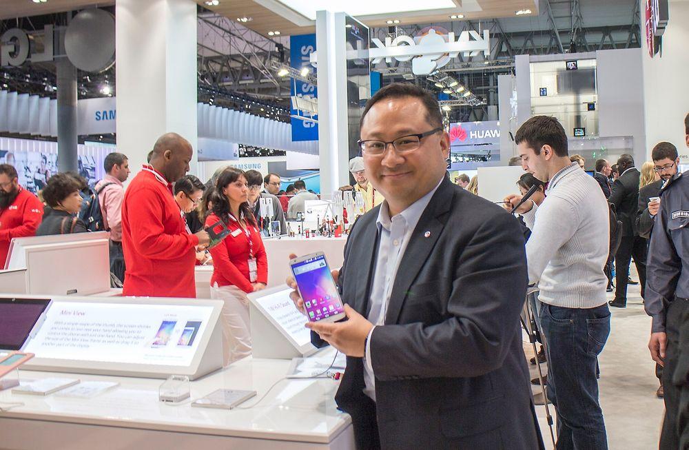 Kommunikator: Sjefen for global kommunikasjon i LG, Ken Hong, sier at det store skiftet fra maskinvare til programvare er i full gang.