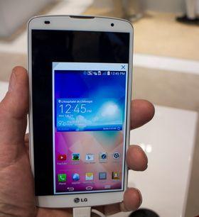 Mindre skjerm: Store skjermer er firnt, men ikek for alle. Derfor har LG utviklet en fuksjon hvor man kan krympe hele skjermen slik at den passer bedre til små fingre når man skal gjøre enkelte operajoner.