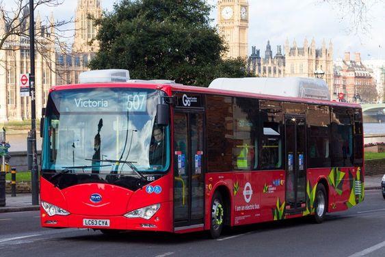 To elektriske London-bussene ble satt i drift like før jul.