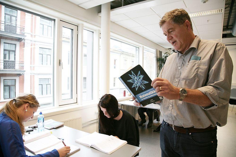 Tilrettelegger: Dårlige forkunnskaper i matematikk er et problem, ifølge prodekan Sturla Rolfsen ved Høgskolen i Oslo og Akershus. – Derfor prøver vi å tilrettelegge undervisningen og har etablert et ekstratilbud ved studiestart, sier han.