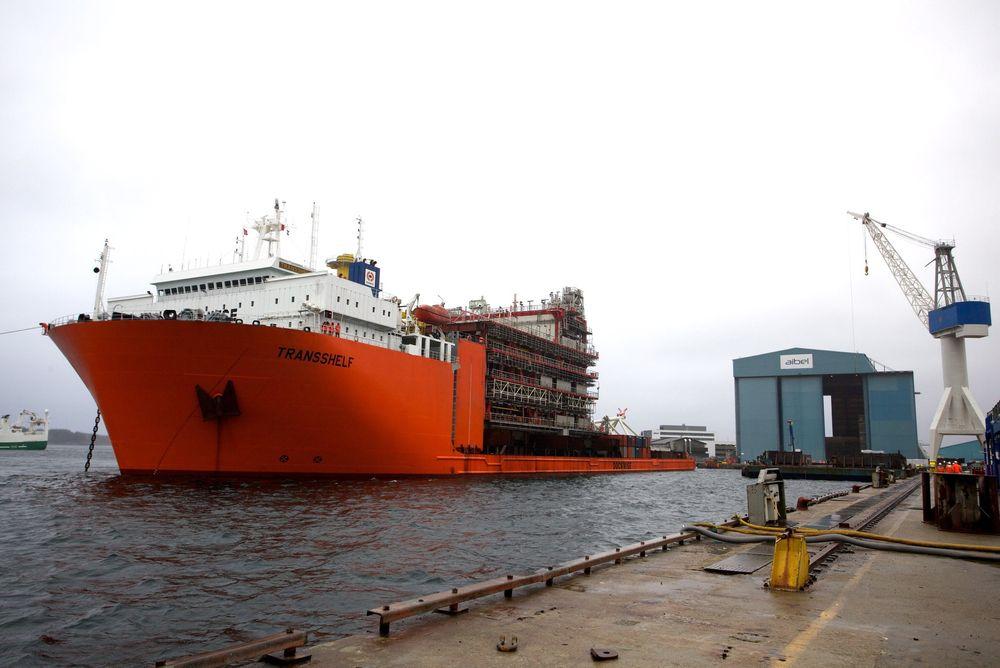 Plattformmodulen til Gudrun ankommer Aibel i Haugesund fra Thailand. Aibel mener at norske leverandører er nødt til å ta inn over seg at konkurransen allerede er global.
