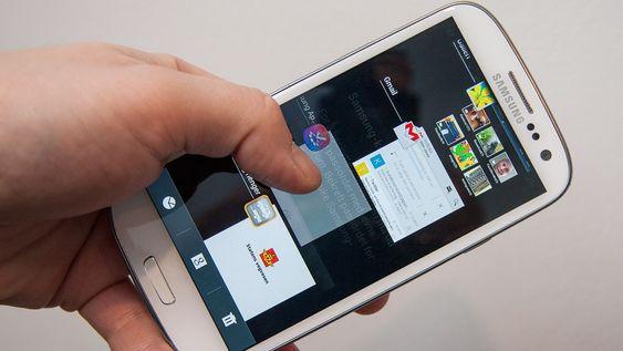 Du trenger ikke en «task killer»-app på telefonen. Det kan gjøre telefonen tregere. Androids innebygde appveksler er alt du trenger for å avslutte gjenstridige apper.